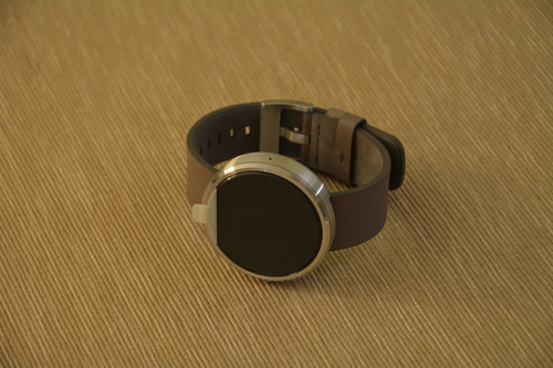 Moto 360 on its side